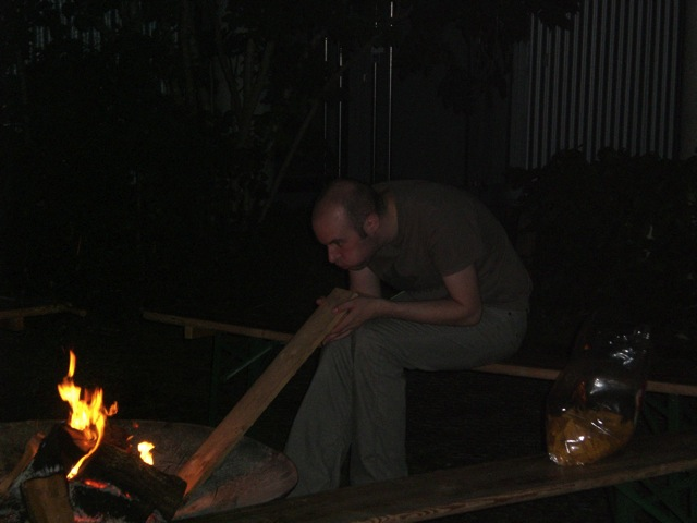2_Hagedorn_Julian_lonesome guy at the campfire